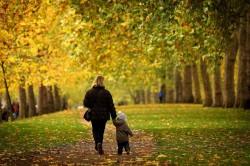 Прогулки на свежем воздухе для профилактики горлового спазма