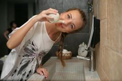 Промывание носа раствором соли