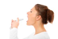 Лечение горла спреем