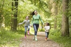 Прогулки на свежем воздухе с ребенком как профилактика простудных заболеваний