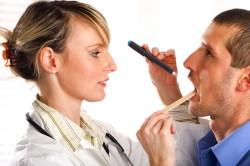 Осмотр врача-отоларинголога при ангине