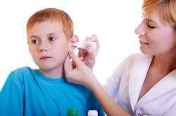 Закапывание капель в ухо