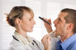 Консультация врача при появлении симптомов тонзиллита