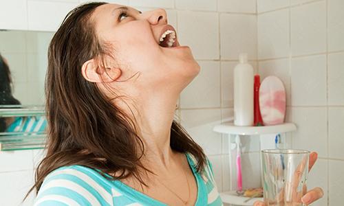 Полоскание горла при острой ангине
