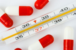 Повышенная температура - один из симптомов ларингита