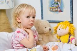 Жалобы ребенка на боль в горле - симптом фарингита