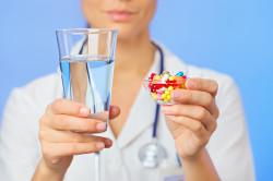 Прием медикаментов для устранения першения в горле