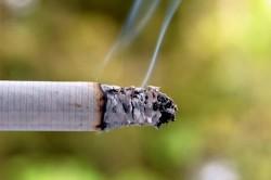 Сигаретный дым - причина сухого кашля